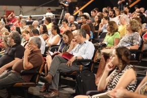 """Abertura no Teatro do Sesc Santos, dia 04/11, com exibição do filme """"A Síndrome de Veneza""""."""