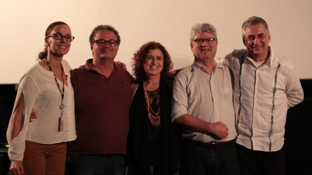"""Debate no Cine Roxy Santos, dia -5/11 sobre o filme """"A Escala Humana"""". Da esquerda para a direita: Solange Alboreda, Chico Guariba, Maria Lúcia Barciotte, Dal Marcondes e Marcos Reigota."""